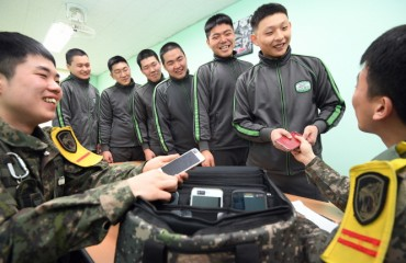 Most Troops Satisfied with After-work Mobile Phone Use: Survey