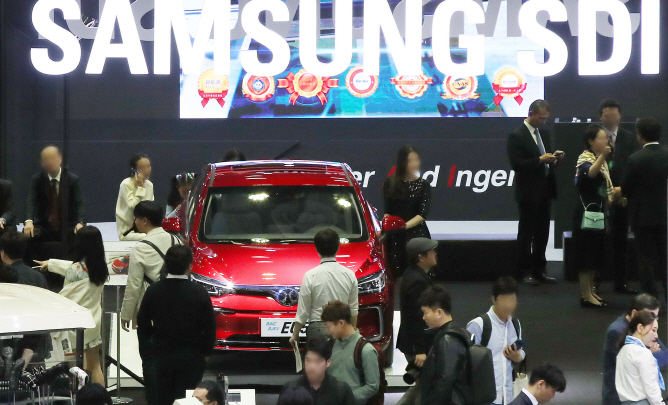 An exhibition booth of Samsung SDI Co., at an electric vehicle fair in Seoul on May 2, 2019. (Yonhap)