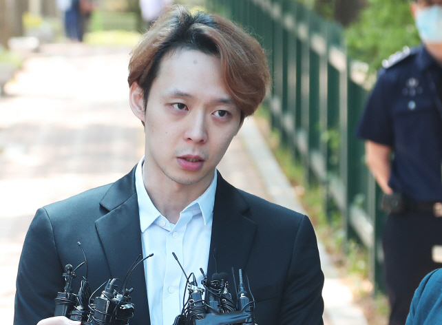 Park Yoo-chun, an actor and former member of boy band JYJ, leaves a detention center in Suwon, south of Seoul, on July 2, 2019. (Yonhap)