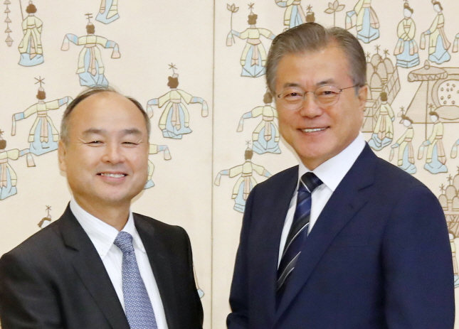 President Moon Jae-in (R) with SoftBank CEO Masayoshi Son at the presidential office in Seoul on July 4, 2019. (Yonhap)