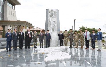 S. Korea-U.S. Alliance Sculpture Unveiled in U.S. Base in Pyeongtaek