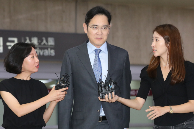 Samsung Electronics Vice Chairman Lee Jae-yong arrives at Gimpo International Airport in Seoul following his business trip to Japan on July 12, 2019. (Yonhap)