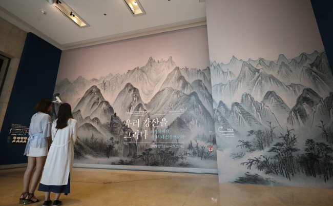 "Visitors take in the National Museum of Korea's special exhibition ""Through the Eyes of Joseon Painters"" during a press event on July 22, 2019, at the museum in Seoul. (Yonhap)"