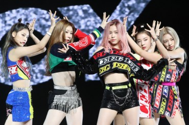 Girl Band ITZY Drops 1st EP, Bringing Together Star Producers