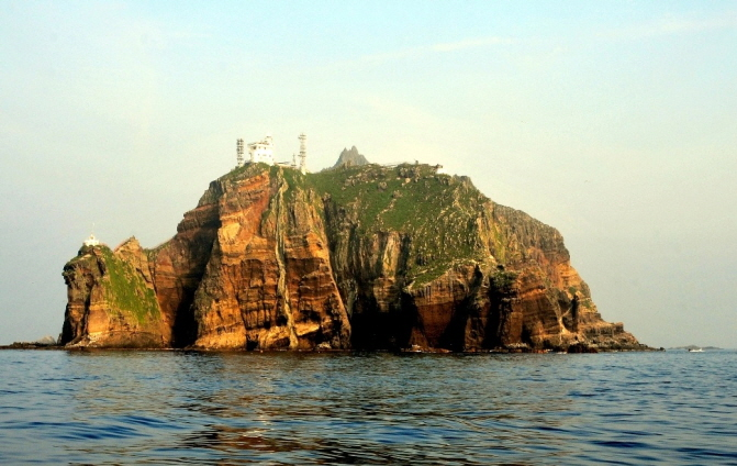 There are currently a total of 379 marine species living around Dokdo Island. (image: Public Domain)