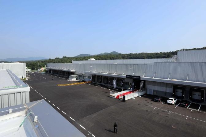 Mercedes-Benz Invests 87 bln Won in Logistics Center