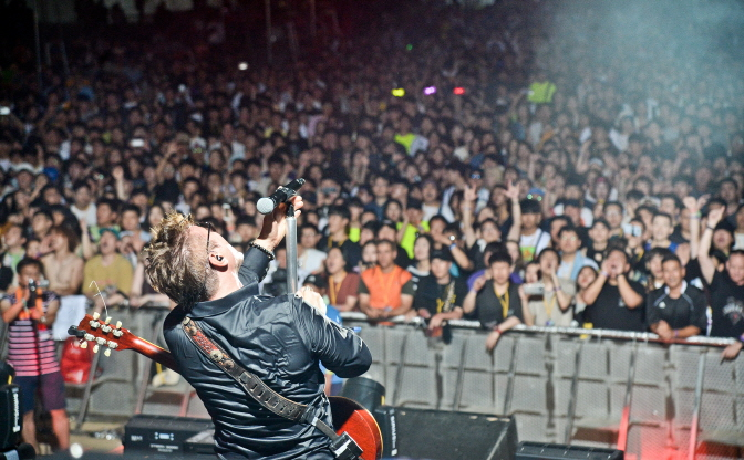 Rock Fans Unite at Pentaport Rock Festival Despite Summer Heat