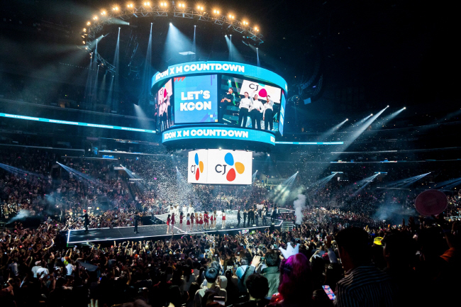 A KCON concert held at Staples Center in Los Angeles. (image: CJ ENM)