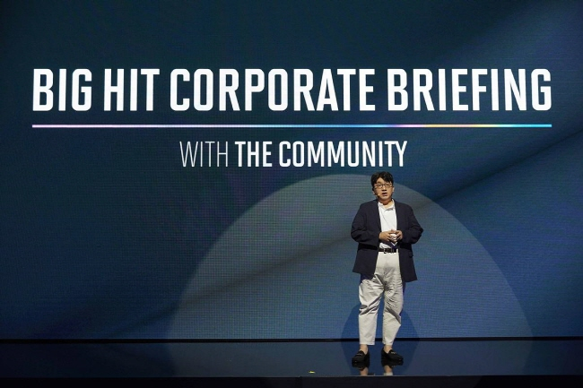 Big Hit Entertainment CEO Bang Si-hyuk laying out his firm's corporate vision during a briefing on Aug. 21, 2019. (image: Big Hit Entertainment)