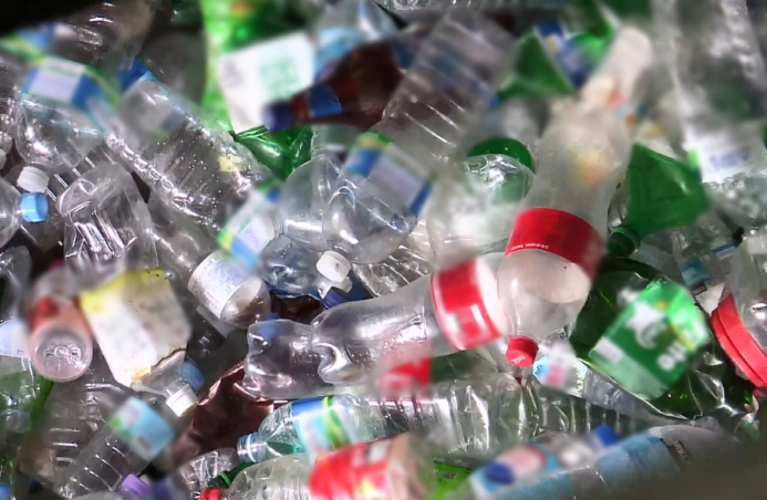 Plastic bottles can be recycled as textile raw materials for clothing, but plastic bottles from South Korea were hard to use as recycled materials due to the mixture of foreign substances. (Yonhap)