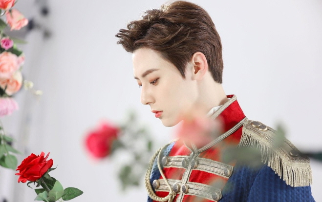 "Hwang Min-hyun posing as Count Axel von Fersen, the main male role in the musical ""Marie Antoinette."" (image: Pledis Entertainment)"