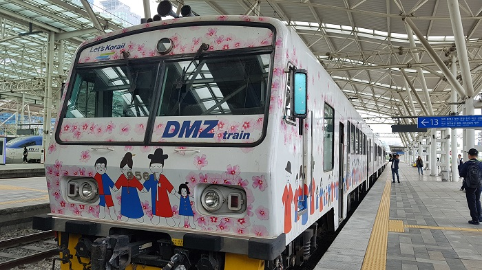 A special tourist train carrying sightseers from Seoul Station in Seoul to border areas near the Demilitarized Zone. (image: Ministry of Culture, Sports and Tourism)