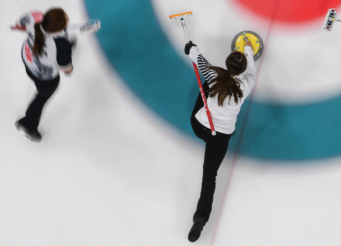 Gangneung, a host city for the South Korea-China-Japan Women's Curling Competition scheduled for August 16 to 18, decided not to invite the Japanese team. (Yonhap)