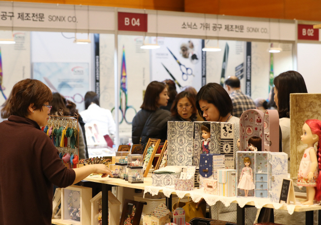 Consumers purchase handmade products as they 'reflect one's personal preferences and taste.' (Yonhap)