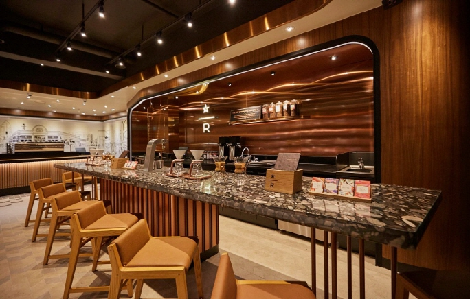 The country's first Starbucks outlet, which has recently undergone renewal to become an upscale Reserve store, at Ewha Womens University in Seoul. (image: Starbucks Korea)