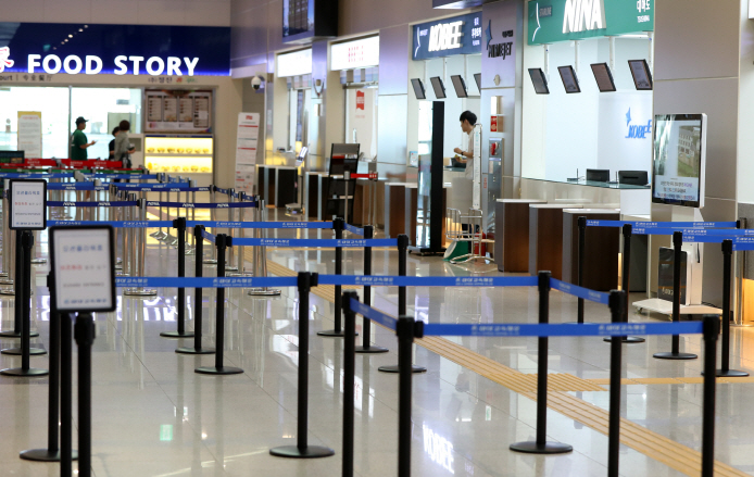 Ticket counters for Japan-bound tourists at the Busan International Passenger Terminal in the country's largest port city are quiet on Aug. 1, 2019, amid a civic campaign against Japanese tourism and goods, triggered by Japan's export restrictions on South Korea. (Yonhap)
