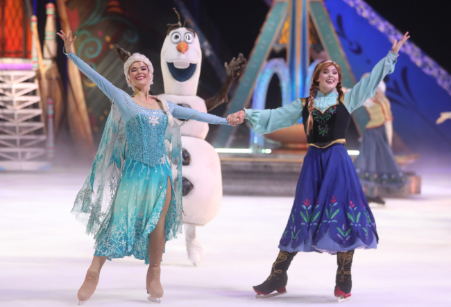 Ice Show Version of Disney's 'Frozen' Lands in Seoul