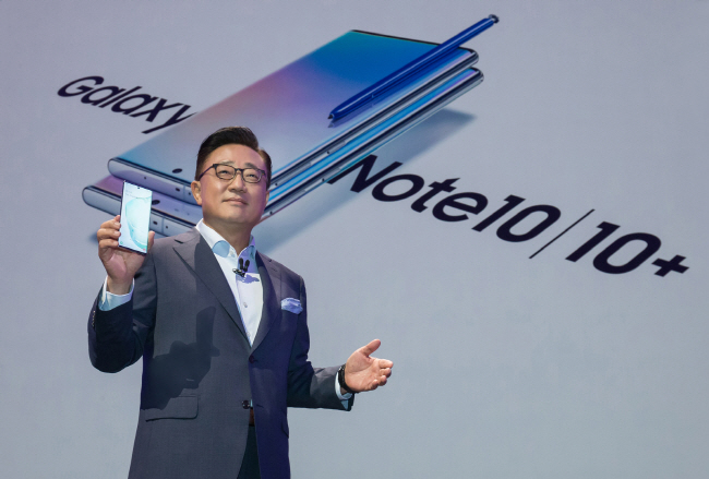 DJ Koh, head of Samsung Electronics Co.'s IT & Mobile Communications Division, introduces the Galaxy Note 10 during an Unpacked event in New York City on Aug. 7, 2019 (local time). (image: Samsung Electronics)