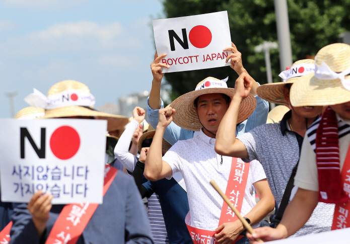 "Local tobacco industry association members hold a rally in Daejeon, 166 kilometers south of Seoul, on Aug. 14, 2019, to call for South Koreans to join the ""Boycott Japan"" campaign amid a trade row between the two Asian neighbors. (Yonhap)"