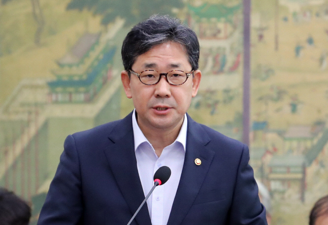Sports Minister Park Yang-woo speaks at a meeting of the parliamentary sports committee at the National Assembly on Aug. 21, 2019. (Yonhap)
