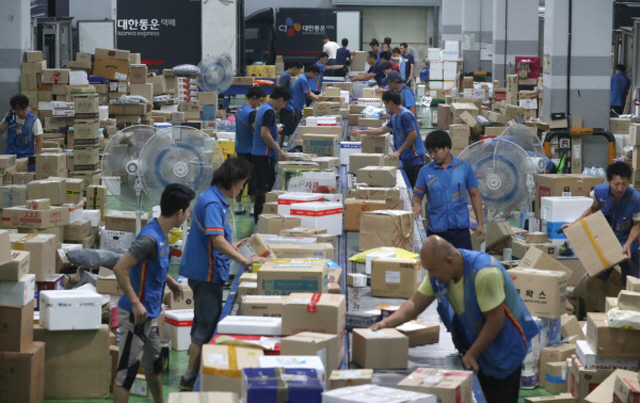 Campaign Encourages Koreans to Abstain from Online Orders to Give Delivery Workers Days Off