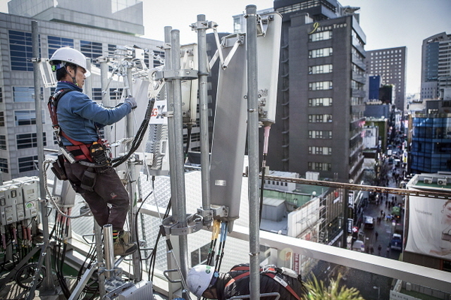 Installing indoor repeaters normally requires coordination among the three mobile carriers due to complex installation procedures and limited space within buildings. (image: SK Telecom)
