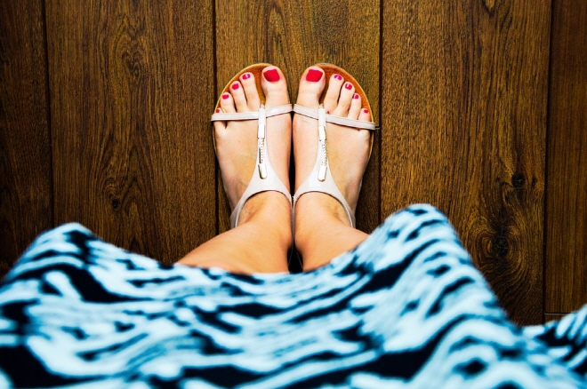 Experts say special care is needed as wearing sandals incorrectly can cause foot problems. (image: Pixabay)