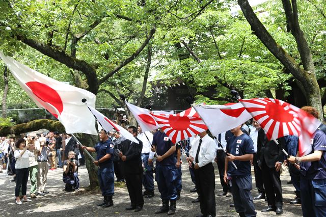 Many South Koreans see the Rising Sun Flag as a symbol of Japan's aggression and militarism. (Yonhap)