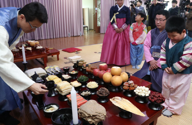 16.7 pct of Men Want Commemorative Rites, Compared to Only 2.4 pct of Women