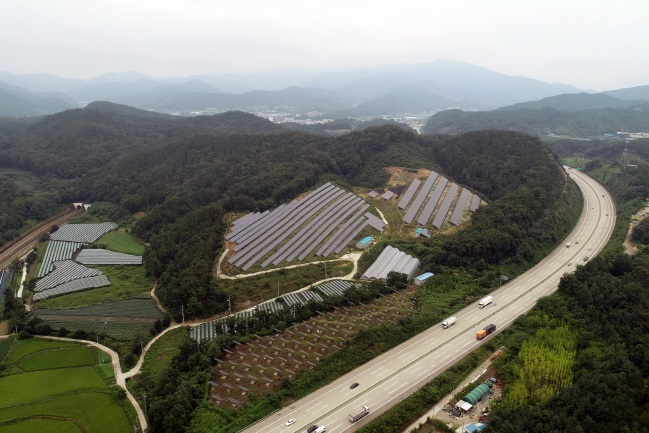 Yeongdong County is also in the process of filing a lawsuit regarding the 1-megawatt solar power plant, which is being built in the jurisdiction of another construction project. (image: Yeongdong County Office)