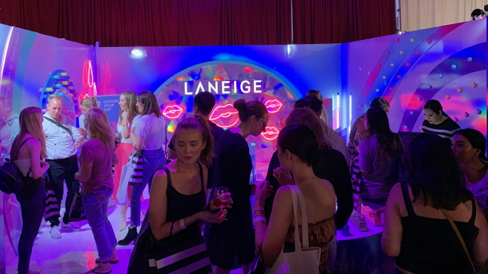 The LANEIGE Experience Zone, decorated with pastel-tones, attracted several times more attendees than other exhibits. (image: AmorePacific Corp.)