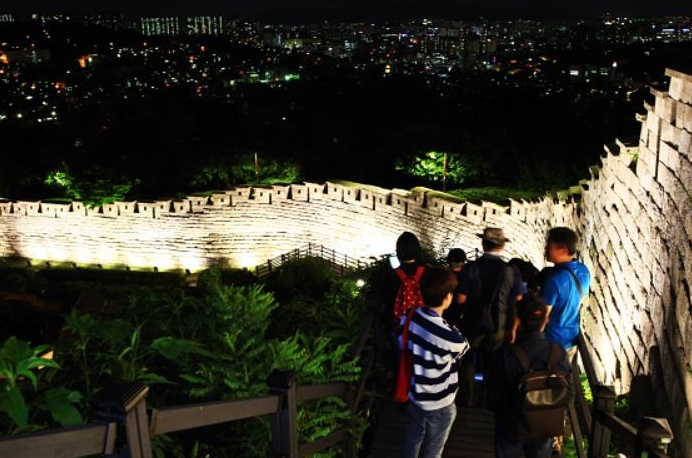Seoul to Offer Free Moonlight Tour of Joseon-era City Wall