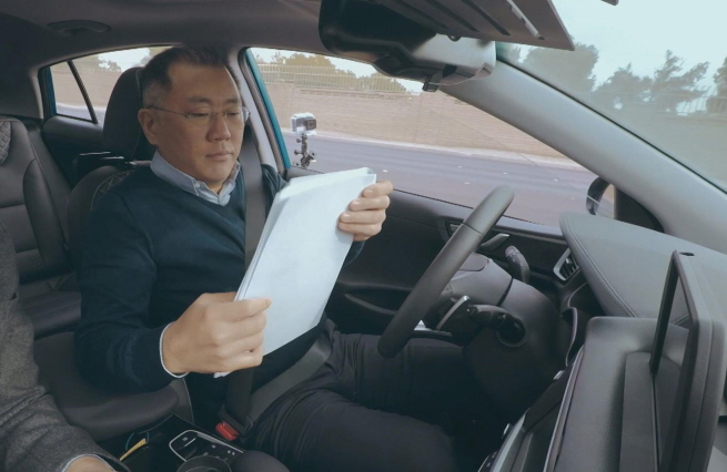 Hyundai Motor's Executive Vice Chairman Chung Euisun tests an autonomous driving technology in the Ioniq during the Consumer Electronics Show held in Las Vegas in 2017. (image: Hyundai Motor)