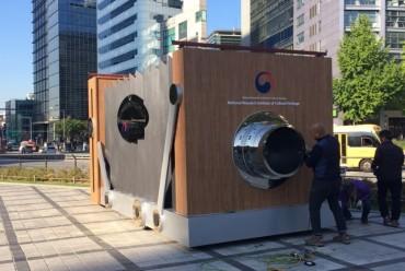 Upside-down Cultural Heritage Exhibition Begins in Sungnyemun Gate