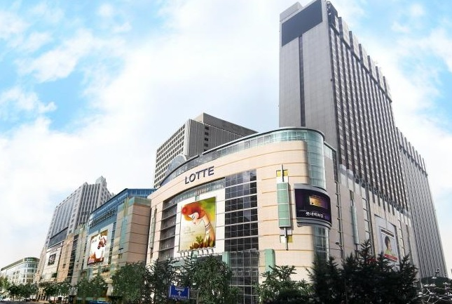 Lotte Corp.'s recent move is being seen as closely related to the deteriorating performance and plunging share price of Lotte Shopping Co. (image: Lotte Group)