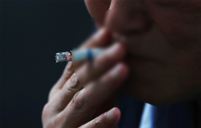 Night Shift Workers 3.3 Times More Likely to Continue Smoking