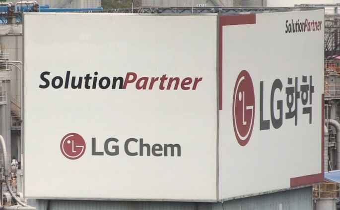 LG Chem Stocks Hit 52-week Low on Grim Q3 Earnings Outlook, ESS Woes