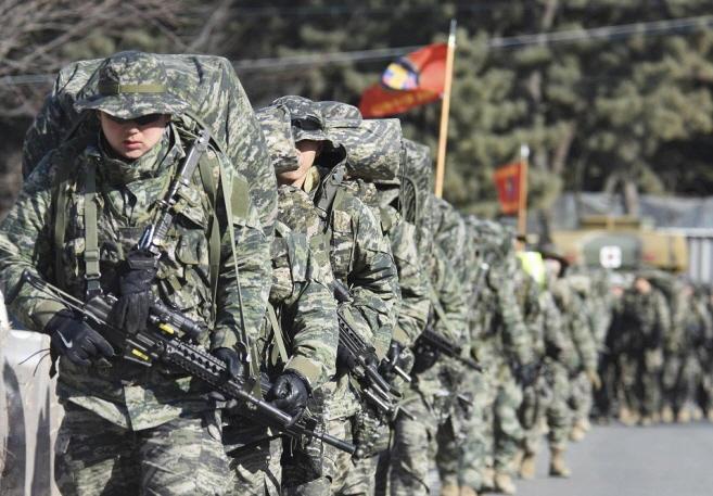 Reconnaissance soldiers marching in a group. (image: ROK Marine Corps)