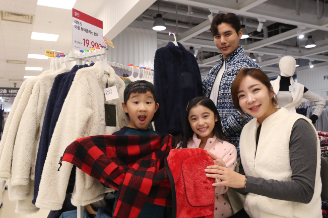 Fleece is a thermoelectric fabric that processed polyester surfaces with the same texture as wool. (Yonhap)