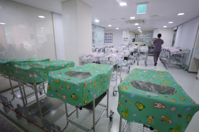 The infant unit at a hospital in Seoul. (Yonhap)