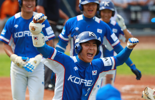 Korean and Japanese Youth Baseball Teams Demonstrate Excellent Sportsmanship