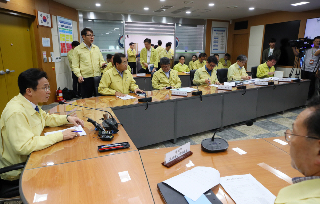 Officials from the Ministry of Agriculture, Food and Rural Affairs hold an emergency meeting in Sejong, an administrative hub located 130 kilometers southeast of Seoul, on Sept. 18, 2019, after the second confirmed case of African swine fever was reported in the country. (Yonhap)