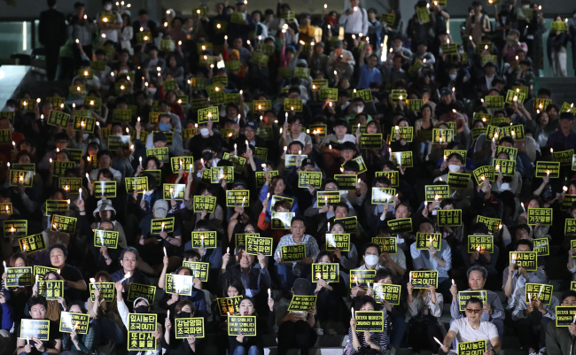 Students of Korea's Top 3 Universities Hold Candlelight Vigils Against Justice Minister