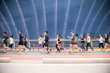 Young Koreans Discover the Pleasure of Running Together