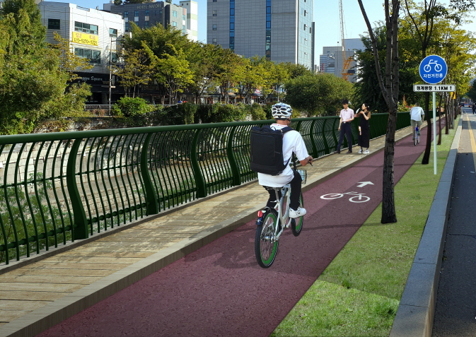 Seoul City to Build Bicycle-only Road Along Cheonggye Stream by Next April