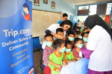 Trip.com Volunteers Educate Indonesian Students in Haze Hazard Prevention