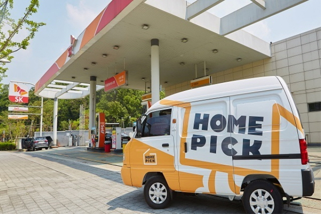A Homepick delivery truck at a gas station in Seoul. (image: SK Innovation Co.)