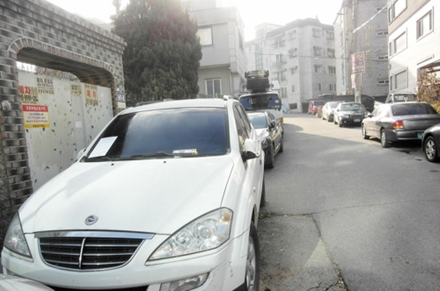 The law on car management carries a fine of up to 10 million won (US$8,360) or a year in prison if a car is left unattended. (image: Suwon City Office)