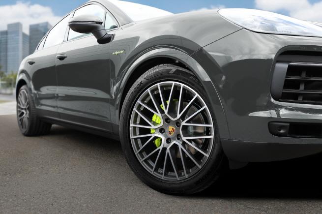 Hankook Tire Supplies Tires for Porsche Cayenne SUV