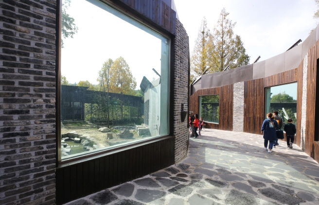 As part of its renewal project, the zoo renovated enclosures for bears, tigers, lions, wolves, and other animals so that they can live in a larger habitat. (Yonhap)